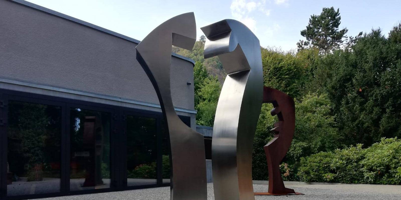 Guido Haefner - Doppeltgänger Edelstahl vor Mac Museum